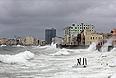 """Тропический шторм """"Айзек"""" обрушился на Кубу."""
