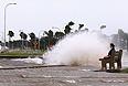 Метеорологи предупреждают, что сильные порывы ветра и проливные дожди отмечены не только в Луизиане, но и в прибрежных районах штатов Миссисипи и Алабама.