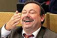 """Госдума в пятницу проголосовала за досрочное прекращение депутатских полномочий Геннадия Гудкова. Решение принято по представлению Генпрокуратура. По данным следствия, он в нарушение закона совмещал депутатскую деятельность с предпринимательством. За это решение проголосовал 291 депутат, """"против"""" - 150, трое воздержались. В голосовании приняли участие 444 депутата."""