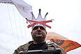 """Участник акции """"Марш миллионов"""" во время шествия от Пушкинской площади к проспекту Сахарова."""