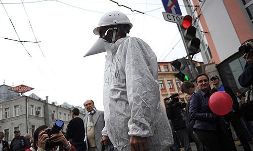 """Участники акции """"Марш миллионов"""" во время шествия от Пушкинской площади к проспекту Сахарова."""