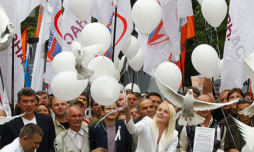 """На """"Марше миллионов"""" участники выпустили голубей."""