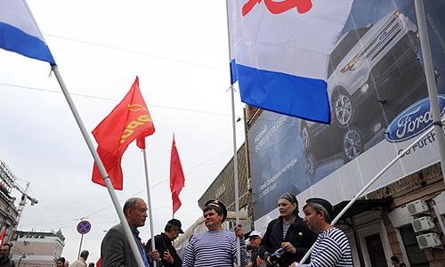 """Колонны оппозиционных сил, участвующих в """"Марше миллионов"""" в Москве, начали движение по Бульварному кольцу."""