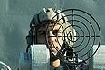"""Член экипажа ракетного корабля """"Татарстан"""" во время учений """"Кавказ 2012"""" в Каспийском море."""