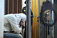 """Тверской суд Москвы удовлетворил ходатайство об аресте водителя, который в минувшую субботу на Минской улице сбил девять человек на остановке, семеро из которых скончались, сообщили """"Интерфаксу"""" в пресс-службе ГУ МВД России по Москве. Ранее сообщалось, что было возбуждено уголовное дело по ст. 264 УК РФ (нарушение лицом, управляющим автомобилем, ПДД, повлекшее по неосторожности смерть двух и более лиц)."""