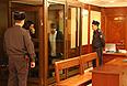 """Башир Хамхоев и Ислам Яндиев (в центре слева направо), обвиняемые по делу о теракте в аэропорту """"Домодедово"""" 25 января 2011, в Московском областном суде."""