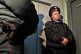 """Около 13:00 сотрудники спецназа вывели Удальцова из дома и посадили в микроавтобус. """"Это произвол и провокация, и я надеюсь, общество не будет молчать и отреагирует"""", - заявил оппозиционер собравшимся у подъезда журналистам. Он также сообщил, что готов пройти проверку на детекторе лжи."""