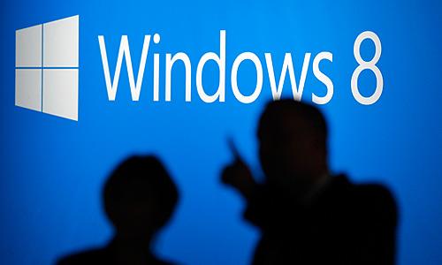 """Новая ОС будет первоначально поставляться в двух версиях - Windows 8 Professional и Windows 8 RT (версия ОС для устройств на базе процессоров ARM - смартфонов и планшетников). Первая из них будет представлена в трех форматах - """"коробки"""", электронного ключа и предустановленной версии. До 31 января 2013 года """"коробка"""" Windows 8 обойдется покупателям в 2190 рублей, электронный ключ - в 1290 рублей. При этом покупатели компьютеров, которые приобрели свои устройства после июня текущего года, смогут перейти с Windows 7 на новую ОС за 469 рублей."""