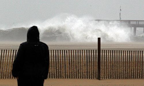 """Надвигающийся на США ураган """"Сэнди"""" угрожает вызвать в стране транспортный коллапс, на данный момент отменено уже свыше 6,8 тыс. авиарейсов, сообщают в понедельник местные СМИ."""