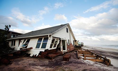 """Затопив несколько городов на восточном побережье США, """"Сэнди"""" направляется через Пенсильванию в Канаду."""