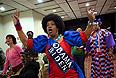 Люди, собравшиеся в штабе Обамы, получив эти предварительные данные, начали праздновать победу. Тысячи сторонников действующего президента также празднуют его победу в центре Нью-Йорка, Бостона, Чикаго и других крупных американских городов.