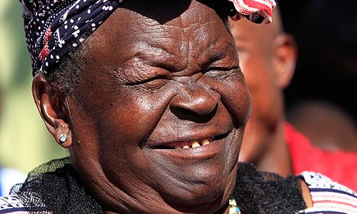 Бабушка Барака Обамы Сара Хусейн Обама по случаю переизбрания внука дала пресс-конференцию в кенийской деревне Ньянгома-Когело.