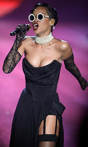Певица Рианна выступила на Victoria's Secret Fashion Show в Нью-Йорке.
