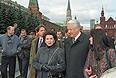 Президент РФ Борис Ельцин и Галина Вишневская перед началом концерта, посвященного 100-летию памяти П.И. Чайковского. 1993 г.