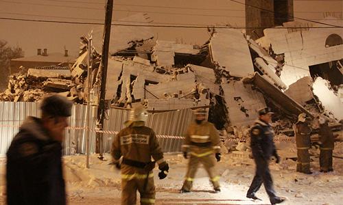 Поисково-спасательная операция на месте обрушения дома в Таганроге завершена в пятницу утром. Представитель МЧС сообщил агентству, что поиски прекращены в 8:20 мск.