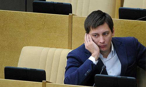 Член комитета ГД по конституционному законодательству и государственному строительству Дмитрий Гудков на пленарном заседании Госдумы РФ.