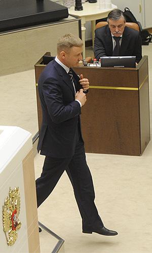 Министр образования и науки РФ Дмитрий Ливанов на заключительном заседании осенней сессии Совета Федерации РФ.