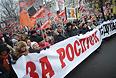 """Тем временем Сергей Удальцов в разговоре с прессой предложил устроить бессрочную массовую акцию протеста. """"Сейчас мы посмотрим на реакцию власти и к весне, когда потеплеет, нужно устроить бессрочную массовую акцию протеста, вплоть до стояния на площадях"""", - заявил он. Глава """"Левого фронта"""" считает, что оппозиция в воскресенье показала, """"что протестное движение остается в силе""""."""