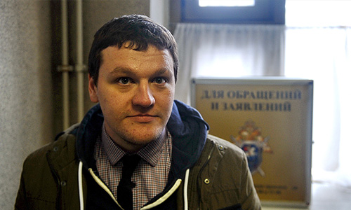 """Митя Алешковский, вызванный на допрос по делу о беспорядках на Болотной площади 6 мая 2012 года, которые он освещал в качестве фотокорреспондента агентства """"Фото ИТАР-ТАСС""""."""