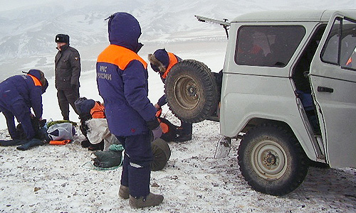 В Туве возобновлены поиски школьников, попавших под лавину на горе Акбаш-Таг.