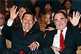 """Уго Чавес и режиссер Оливер Стоун на 66-м Венецианском кинофестивале на показе фильма """"К Югу от границы""""."""