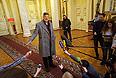 Британский актер, писатель и драматург Стивен Фрай во время встречи с журналистами в здании Законодательного собрания.