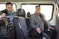 Британский актер, писатель и драматург Стивен Фрай во время поездки по городу.