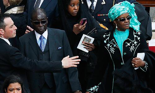 Президент Зимбабве Роберт Мугабе с женой Грейс.