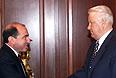 Президент России, председатель Совета глав государств СНГ Борис Ельцин встретился с исполнительным секретарем СНГ Борисом Березовским. 1998г.