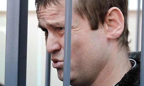 Басманный суд Москвы продлил до августа срок ареста оппозиционеру Леониду Развозжаеву, которого обвиняют в подготовке массовых беспорядков в РФ, незаконном пересечении границы и ложном доносе.