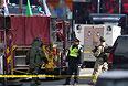 Бостонские пожарные также обнаружили на перекрестке недалеко от финишной черты два других взрывных устройства.