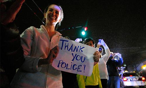 Полицейские в Бостоне (США) задержали второго подозреваемого в причастности к организации взрывов во время марафона, 19-летнего Джохара Царнаева.