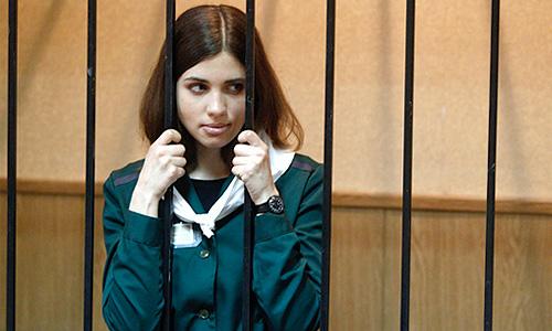 Участница феминистской панк-группы Pussy Riot Надежда Толоконникова, осужденная на 2 года лишения свободы за хулиганство в храме Христа Спасителя, во время рассмотрения ходатайства об условно-досрочном освобождении в Зубово-Полянском суде.