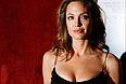 Американская актриса Анджелина Джоли сделала операцию по удалению груди из-за высокого риска развития рака. Об этом актриса сама написала в статье для газеты New York Times.