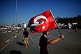 Противники планов властей заявляют, что парк Гези - одно из немногих зеленых мест в центре Стамбула. Как отмечает BBC, то, что начиналось как акция экологов местного значения, быстро вылилось в недовольство всей политикой турецкого премьера и правящей партии.
