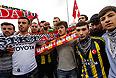 """Турецкая полиция в ночь на среду задержала в городе Измире не менее 25 человек за дезинформирующие публикации в сети микроблогов """"Твиттер"""", сообщают представители местных полицейских служб."""