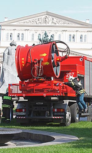 Аварийные бригады планируют восстановить движение на Сокольнической линии метро в полном объеме после 13:30 мск, заявил журналистам начальник московского метрополитена Иван Беседин.