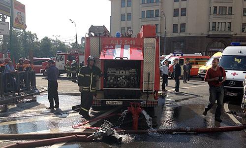 Почти 5 тысяч пассажиров были эвакуированы в центре столицы из московского метро из-за возгорания высоковольтного кабеля, несколько десятков человек обратились к врачам.