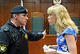 Мария Баронова, обвиняемая по делу о массовых беспорядках на Болотной площади 6 мая, в зале заседаний Мосгорсуда.