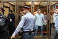 Обвиняемые по делу о массовых беспорядках на Болотной площади 6 мая, в зале заседаний Мосгорсуда.
