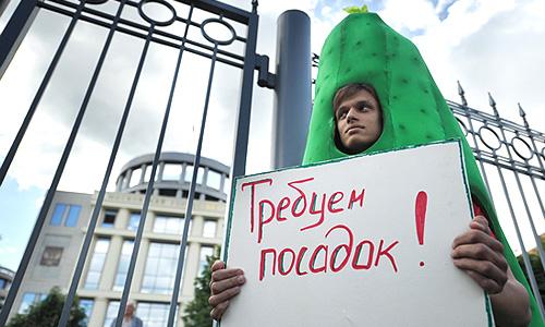 Во время пикета у здания Мосгорсуда, где рассматривается дело о беспорядках на Болотной площади.