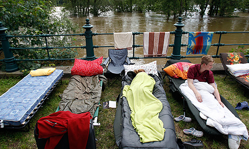 Устранение последствий разгула стихии может обойтись в миллиарды евро, пугают аналитики. Уровень воды в реках, протекающих по Германии, Венгрии и Чехии достиг рекордных отметок.