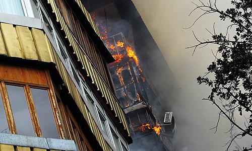 Пожару, произошедшему в четверг утром в районе улиц Сейфуллина и Кабанбай батыра в центре Алматы, присвоена вторая категория сложности.