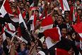 На площади собрались жители не только Каира, но и других городов страны, в том числе и те, кто голосовал за Мурси год назад. Они считают, что Мурси не выполнил предвыборные обязательства и, таким образом, обманул их надежды.
