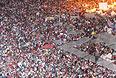Власти опасаются, что массовые манифестации против и в поддержку президента могут вылиться в кровавые столкновения. Так, в воскресенье столичная полиция уже арестовала несколько сторонников президента, которые намеревались попасть на Тахрир и были вооружены, в том числе и огнестрельным оружием.