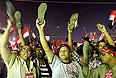 """Лидер оппозиционной партии считает, что из-за массовости протестов нынешний режим уже признан незаконным. """"Это и есть всенародный вотум недоверия президенту Мурси. Уже 22 млн человек поставили подписи под призывом об отставке президента, который распространили в народе наши партнеры из движения """"Тамарруд"""". Все это говорит о том, что нынешний режим уже не является легитимным. Поэтому мы имеем право говорить, что Мурси уже не является президентом Египта"""" - сказал аль-Бенхави."""