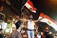 Глава Конституционного суда Египта Адли Мансур, утвержденный на этот пост 1 июля, в четверг принес присягу, сообщает египетское телевидение. Согласно планам действий военных, отстранивших президента Египта Мухаммеда Мурси от власти, именно глава Конституционного суда должен стать временным президентом страны.
