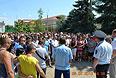 Жители города Пугачев Саратовской области, протестующие из-за убийства местного жителя приехавшим из Чечни подростком, в понедельник перекрыли межрегиональную трассу Саратов-Самара.