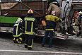 Спецслужбы работают на месте столкновения рейсового автобуса, который следовал из Подольска в Курилово, с КАМАЗом, который перевозил щебень. Крупное ДТП в Троицком административном округе Москвы привело к многочисленным жертвам.