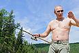 Владимир Путин во время рыбалки в Республике Тыва.